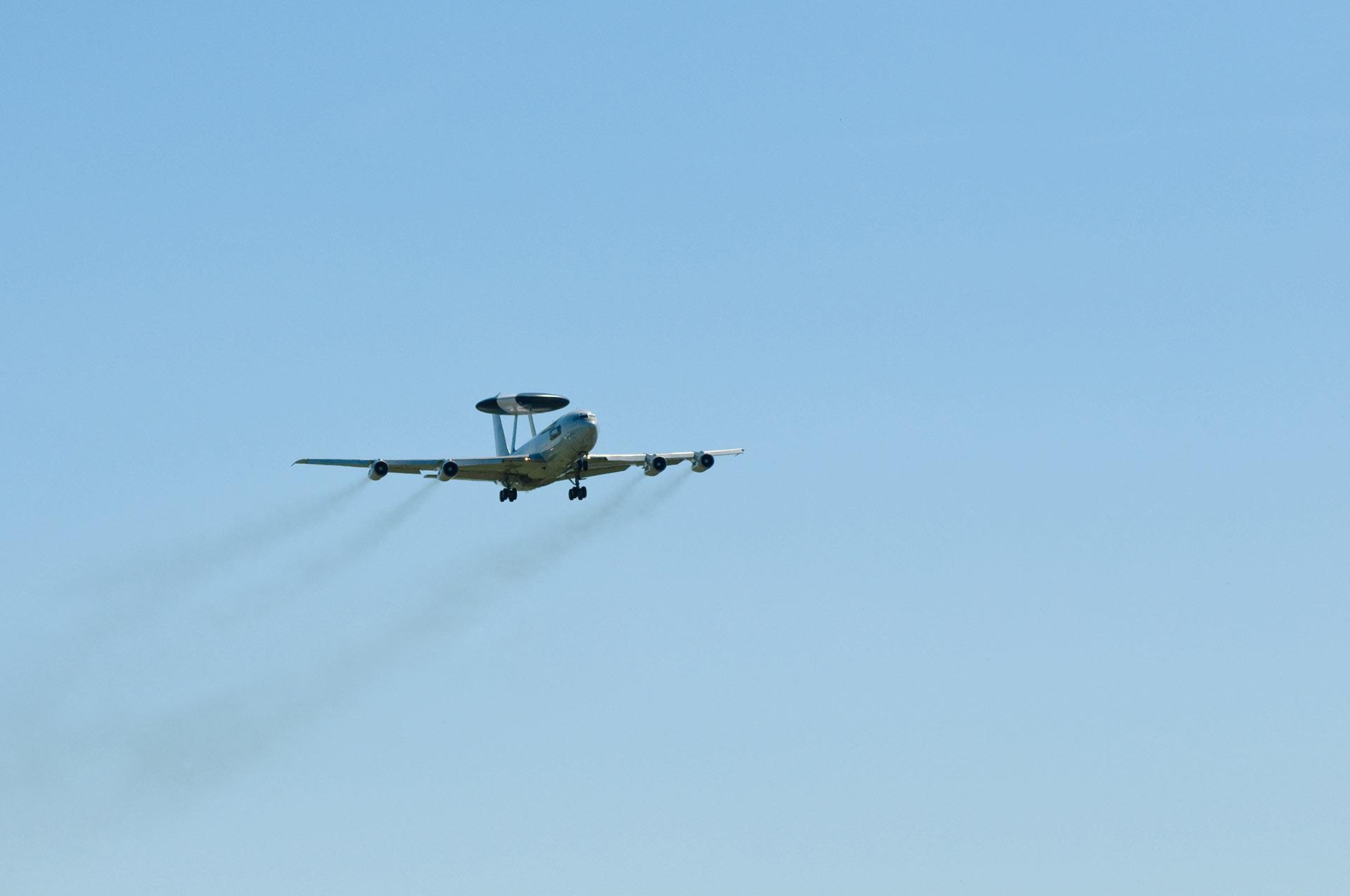 radar plane taking off